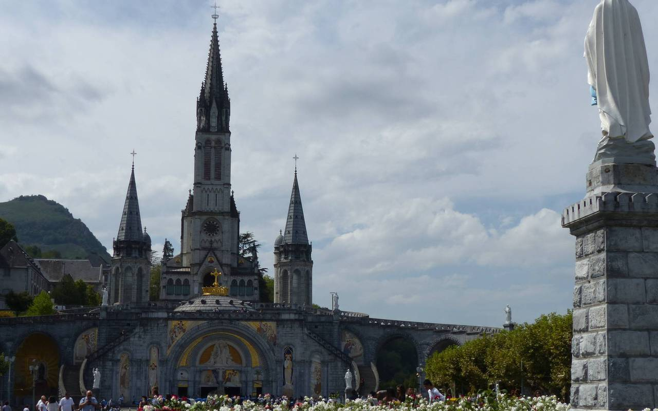 Sanctuary and virgin mary, activities and stay in the mountains in the Pyrenees
