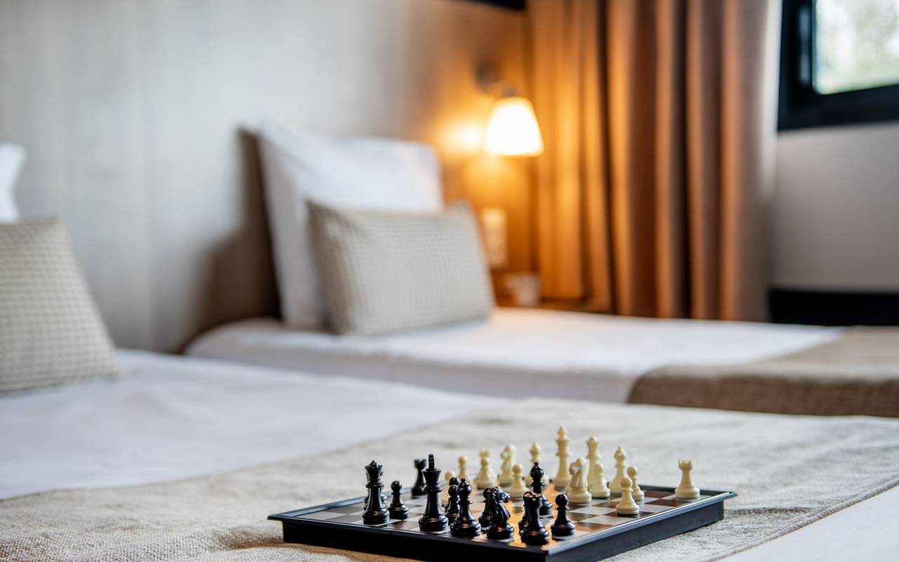 Chessboard on the bed, hotel Occitanie, hotel Panorama.