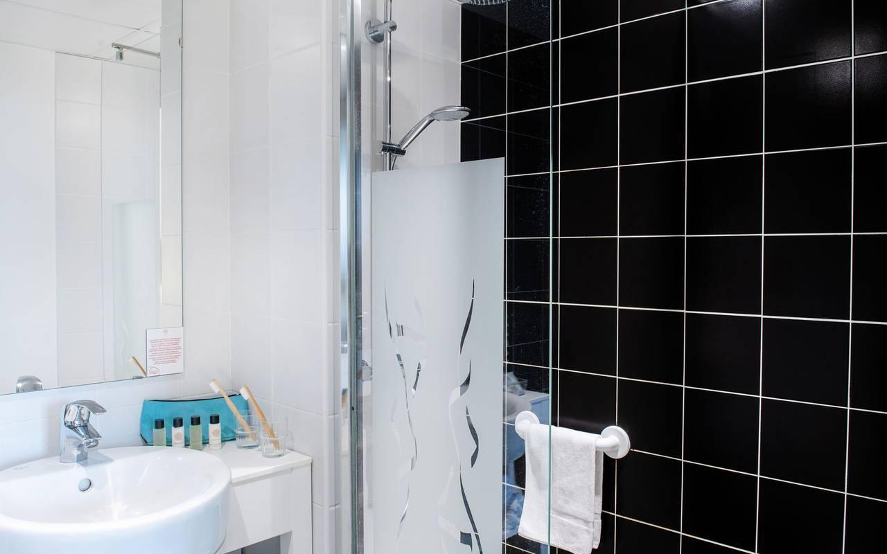 Bathroom with shower, Lourdes France pilgrimage, hôtel Panorama