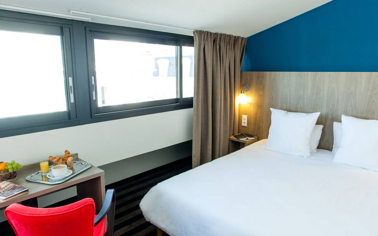 Spacious room, hotel close to Lourdes sanctuary, hotel Panorama.