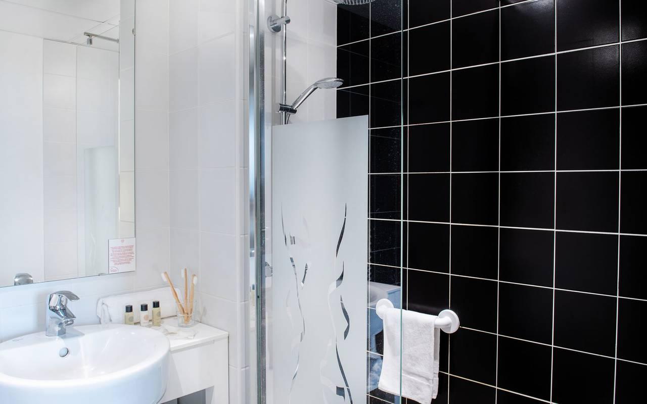 Modern bathroom, hotel restaurant Hautes Pyrénées, hotel Panorama.