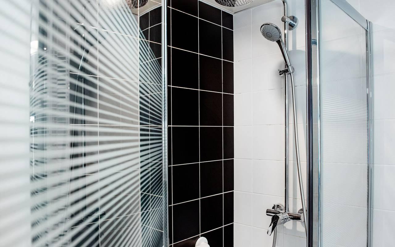 Modern shower, hotel restaurant Hautes Pyrénées, hotel Panorama.