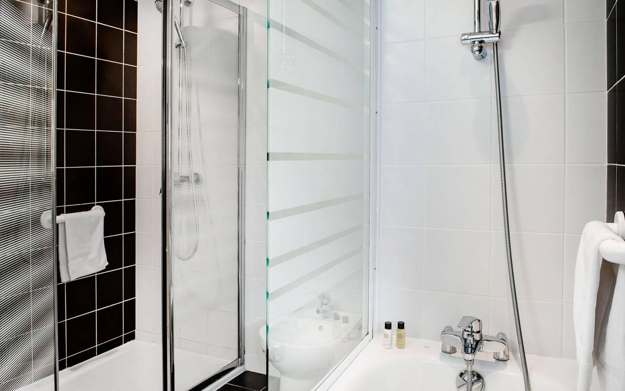bathtub, hotel restaurant Hautes Pyrénées, hotel Panorama.