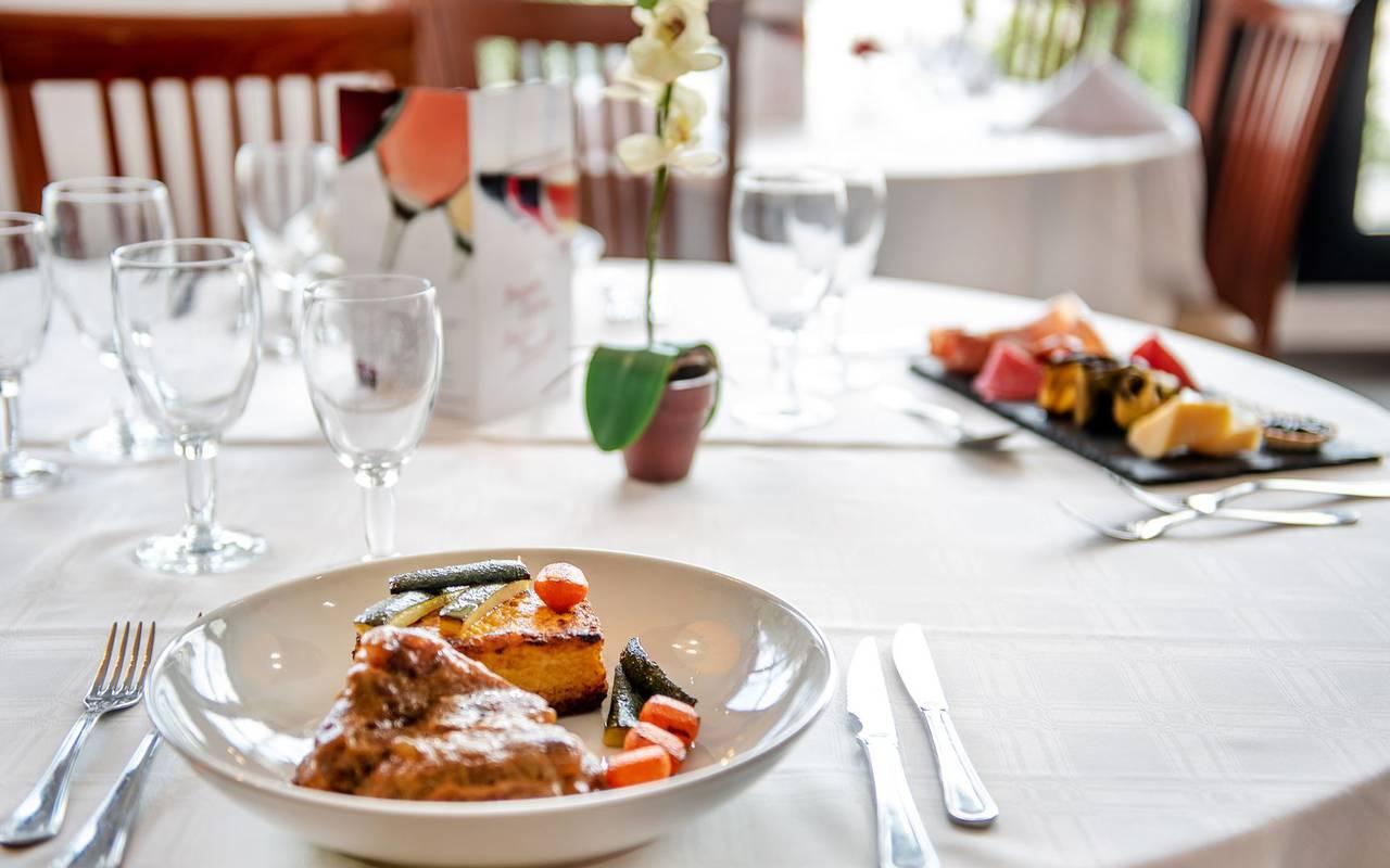 Savoring dish, restaurant Lourdes, hotel Panorama