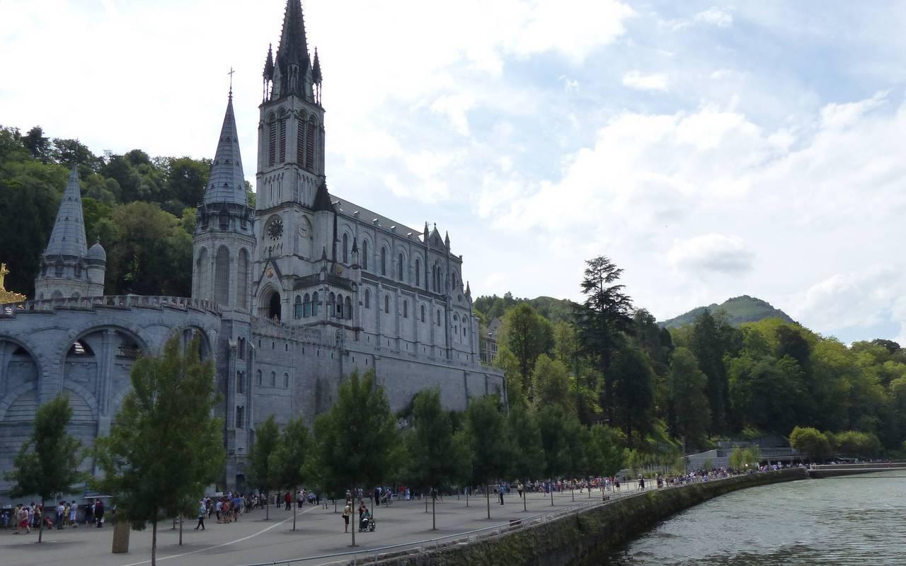 Lourdes sanctuary, stay in the hautes pyrénées, Hôtels Vinuales
