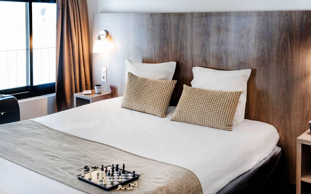 Chambre élégante, de notre hôtel à Lourdes proche du sanctuaire, hôtel Panorama