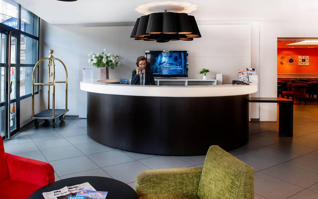 Réception de notre hôtel à Lourdes proche du sanctuaire, hôtel Panorama